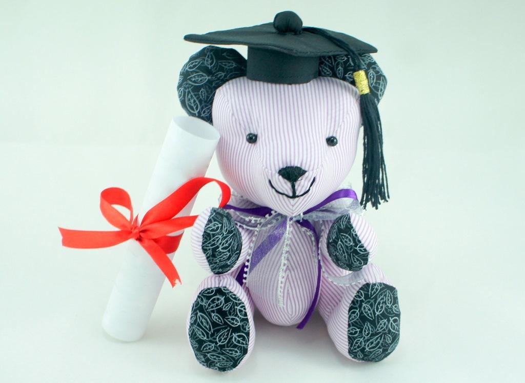 BeeHum personalized teddy bear for graduation