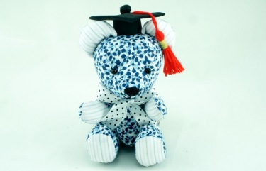 BeeHum graduation teddy bear with mortarboard