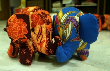 batik elephant by beehum crafts